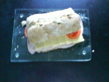 Frühstück: Walnuss-Ciabatta mit Kochschinken und Bergkäse - Rezept