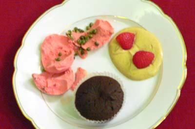 Erdbeereis mit grünem Pfeffer und Schokotörtchen (Rouge et Noir) - Rezept