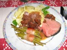 Zweierlei Filet mit Speckbohnenpäckchen an Bandnudeln mit Rotwein-Orangen-Pilzsoße - Rezept
