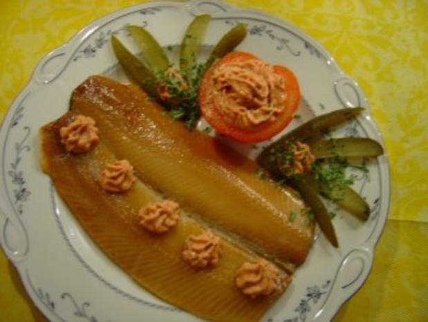 Für das Silvester-Bufett....Brados = Lachshering-Filet geräuchert und gesalzen mit feiner Creme - Rezept - Bild Nr. 2