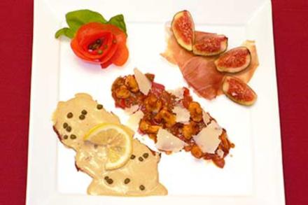 Tris di Antipasti – Carpaccio mit Pfifferlingen, Vitello Tonnato, Schinken mit Feige - Rezept