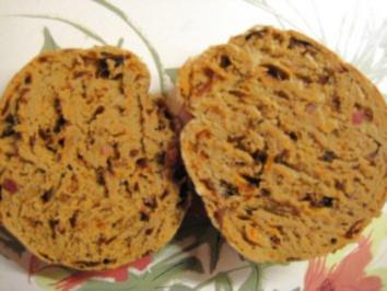 Roggenmisch Brötchen mit Bacon - Würfel und Röstzwiebel - Rezept