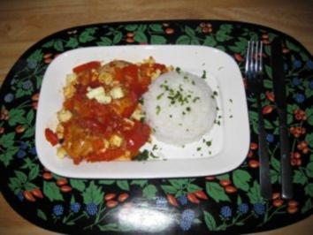 Hühnerbrüstchen versinken im Tomaten-Paprikabett - Rezept