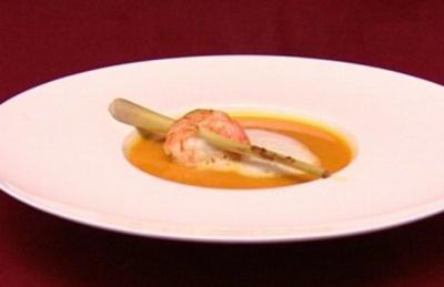 Cremesuppe vom Hokkaidokürbis mit Ingwer, Zitronengras und Tiefseegarnele (Isabell Horn) - Rezept