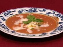 Kalte Tomaten-Melonen-Suppe und mit Spinat und Schafskäse gefüllte Blätterteigecken (Kostas Papanastasious) - Rezept