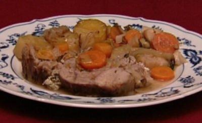 Kalbshaxe mit griechischer Soße und Kartoffeln aus dem Ofen (Kostas Papanastasious) - Rezept