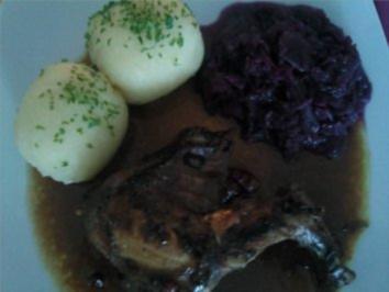** festliche Anlässe ** hausgebeiztes Kaninchen mit Rotkohl und Klößen - Rezept