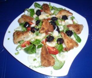 Fruchtiger Feldsalat mit panierten Schnitzelchen - Rezept