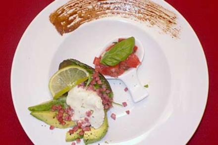 Avocadosalat mit Limettencreme und Speck - Rezept
