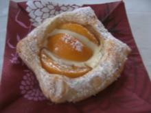 Versunkene Pfirsiche im Quark - Crem - Bett - - Rezept