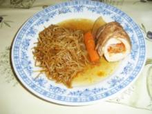 Gefüllte Hühnerbrüstchen mit Schmorgemüse in einer Lauchrolle. - Rezept