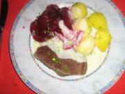 Rindfleisch mit feiner Meerrettichsoße, Kräuterkartoffeln  und Rote-Bete-Salat - Rezept