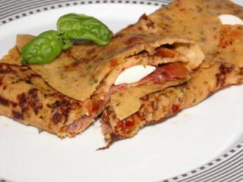 Tomaten Crêpes mit Parmaschinken und Mozzarella - Rezept