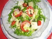 Rucolasalat mit Tomaten, Parmesanspäne und Kerne-Mix - Rezept