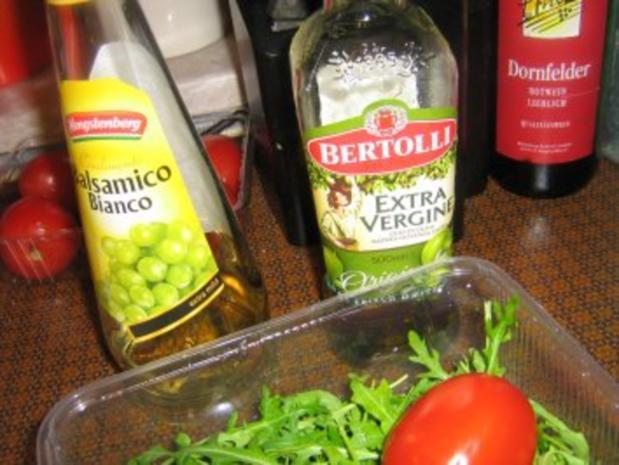 Rucolasalat mit Tomaten, Parmesanspäne und Kerne-Mix - Rezept - Bild Nr. 2