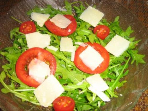 Rucolasalat mit Tomaten, Parmesanspäne und Kerne-Mix - Rezept - Bild Nr. 3