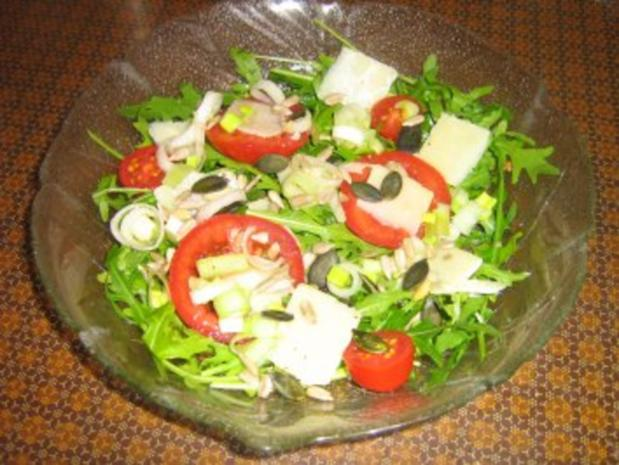 Rucolasalat mit Tomaten, Parmesanspäne und Kerne-Mix - Rezept - Bild Nr. 4