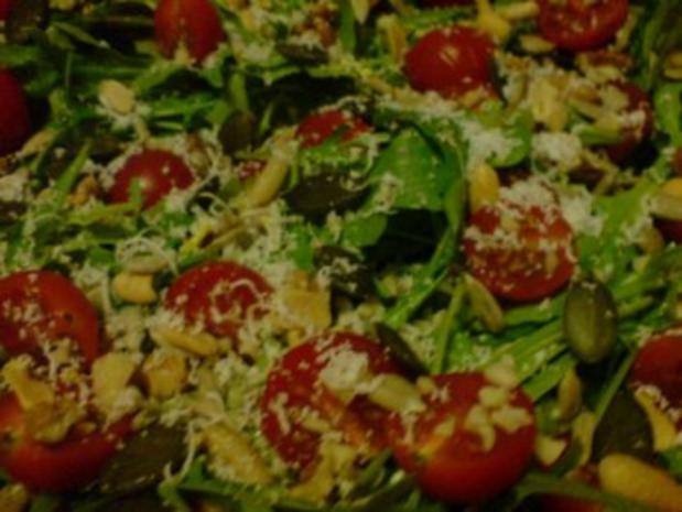 Rucolasalat mit Tomaten, Parmesanspäne und Kerne-Mix - Rezept - Bild Nr. 7