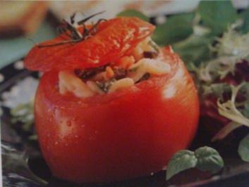 Tomaten mit raffinierter Nudelfüllung - Rezept