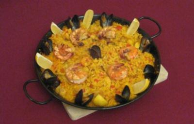 Paella andalusisch mit Fisch und Fleisch - Rezept