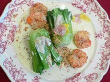 Krebsschwänze mit Tong-Choi-Herzen, Rosenblütenblättern und Sesam-Soße - Rezept
