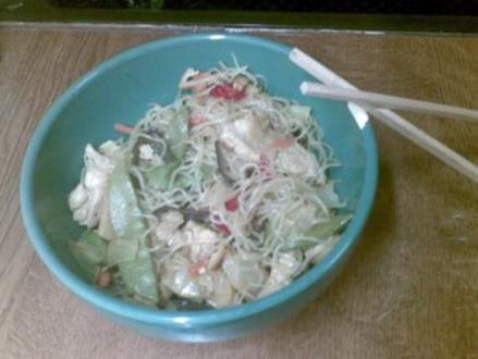 Chinesisches Wok-Gemüse mit Glasnudeln und Putenbruststreifen - Rezept