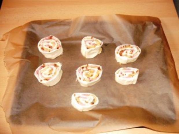 Blätterteigröllchen mit Bauchspeck, Champignons und Käsefüllung - Rezept - Bild Nr. 7