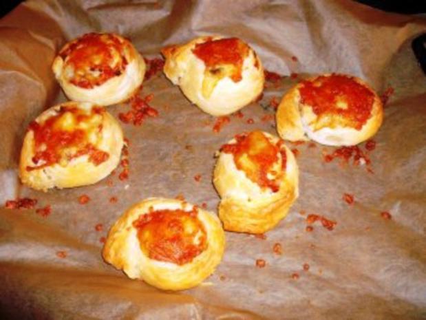 Blätterteigröllchen mit Bauchspeck, Champignons und Käsefüllung - Rezept - Bild Nr. 8