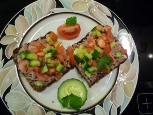 Thunfischbrot mit Tomate und Gurke - Rezept