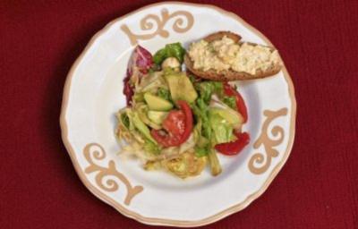 Schafskäsecreme mit Bauernbrot und gemischter Salat (Hildegard Krekel) - Rezept