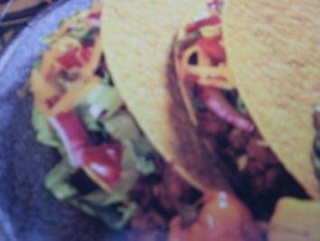Tacos - in Amerika werden ueber all verkauft - die sind einfach und lecker - zum selbst machen in 10 Minuten und ich meine SCHNELL - Rezept