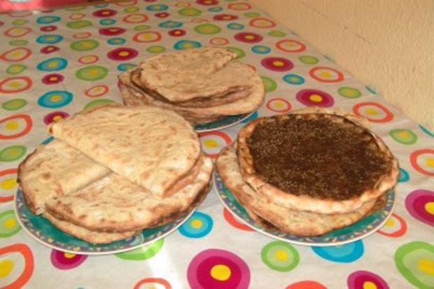 Mana'eesch - libanesische Frühstückspizza mit verschiedenen Belägen - Rezept