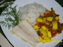 Fisch : Ein Fisch der in Curry schwimmt, ganz frisch aus der Pfanne - Rezept