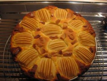 Käse-Apfel-Kuchen mit Marzipan - Rezept