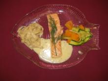 Lachsfilet mit Bandnudeln, Trüffelbutter und Gemüse - Rezept