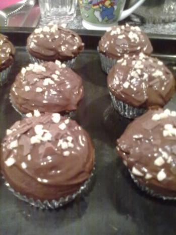 buttermilch muffins mit kinderschokoladen f llung rezept. Black Bedroom Furniture Sets. Home Design Ideas