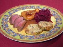 Rehrücken mit Servietten-Knödel und glasierter Birne im Rote-Bete-Nest - Rezept
