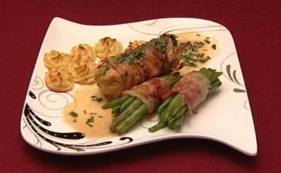 Hähnchenroulade mit Frischkäsefüllung, Bohnen und Herzoginkartoffeln - Rezept