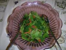 Wirsing-Rohkost-Salat an Gemüse-Rotweindressing. - Rezept