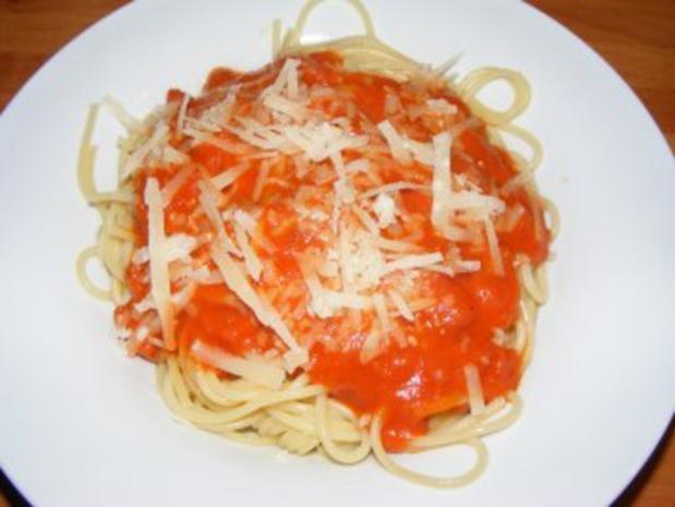 Spaghetti mit einem Tomatensugo - Rezept - Bild Nr. 2