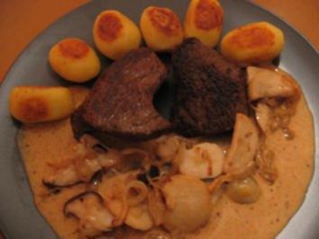 Straußensteaks mit Schwenkknirpsen und Kräutersaitling-Zwiebelsoße - Rezept
