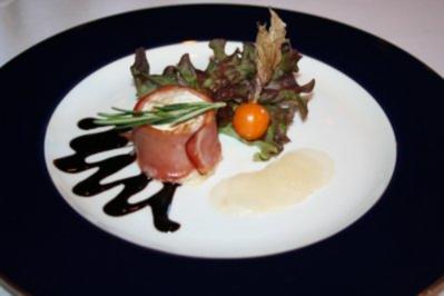 Milder Ziegenkäse im Serrano- Schinken- Mantel - Rezept