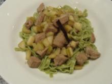 Kalbsleber-Birnen-Ragout auf grüne Bandnudeln - Rezept