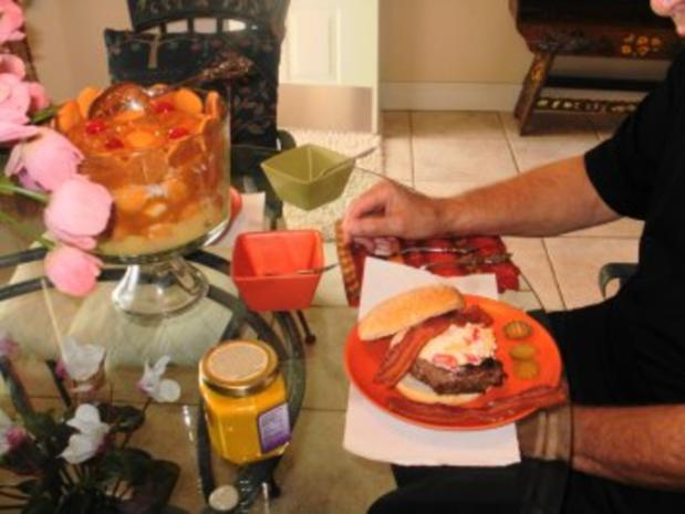 Klassic Pimientokaese und Bacon Burger - Elvis Presley liebte Pimento Kaese auf seinen Hamburgers - Rezept - Bild Nr. 3