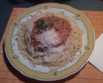 Spaghetti mit Bolognese auf sizilianische Art - Rezept