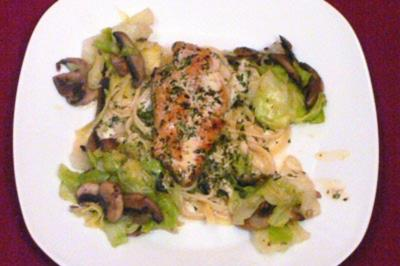Hähnchenbrustfilet auf Spitzkohl an Champignons in Kerbelsahne - Rezept