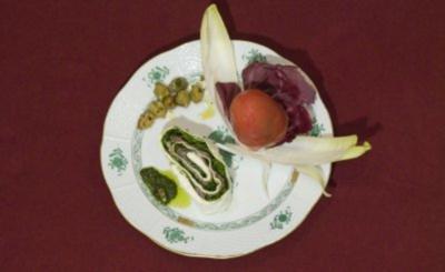 Serrano-Schinken und Rucola eingerollt in Büffelmozzarella dazu gefüllte Tomaten (René Koch) - Rezept