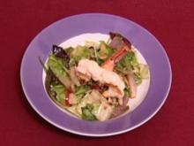 Warmer Salat mit Speck, Pinienkernen und Waldhimbeerdressing (Rolf Zacher) - Rezept