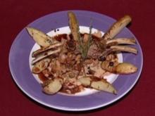 Lammkarree mit Tomatenkräuterkruste auf Pfifferlingen mit Rosmarinkartoffeln (Rolf Zacher) - Rezept