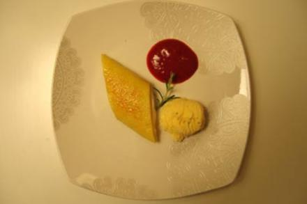 Gebrannter Limonencrêpe mit Rosmarinparfait und Fruchtsoße5 - Rezept